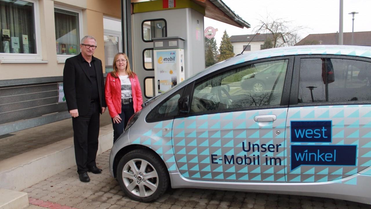Westwinkel E-Auto BGM Alfred Buchberger und Gf GR Sieglinde Buchberger.JPG