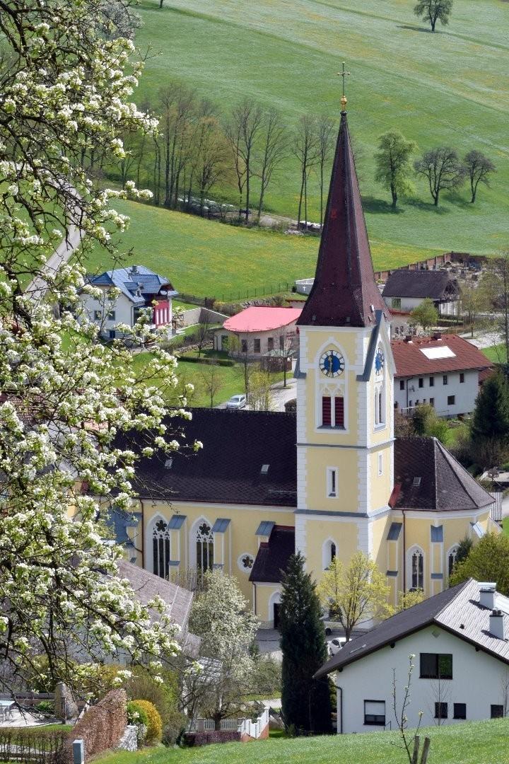 Pfarrkirche Ertl.jpg