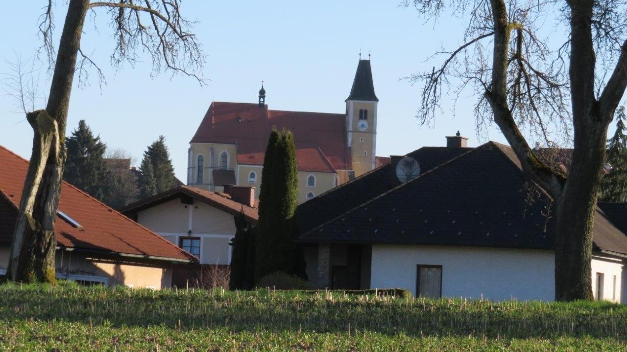 11 Blick Ri.Süden - Ortskirche, Zentrum.jpg