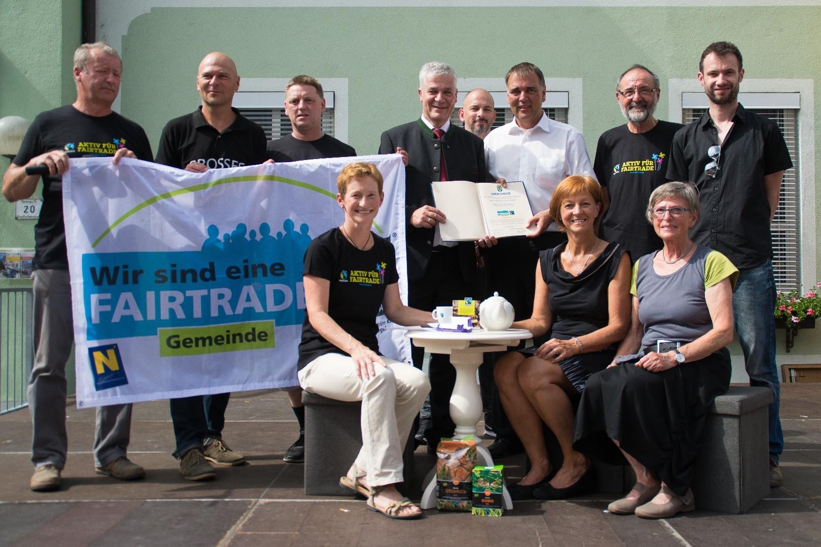 Fairtrade Zertifikatsverleihung Marktfest 2016.jpg