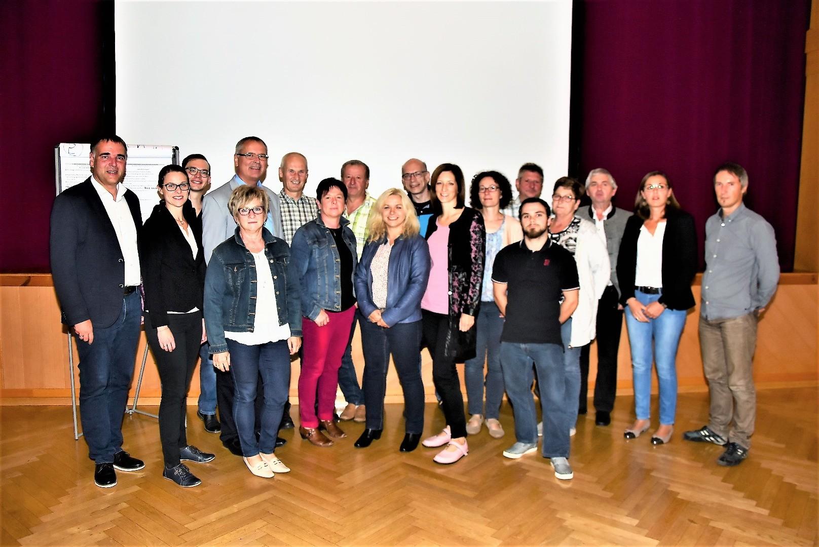 G21 Ergebnispräsentation Fragebogen Gruppenfoto.JPG