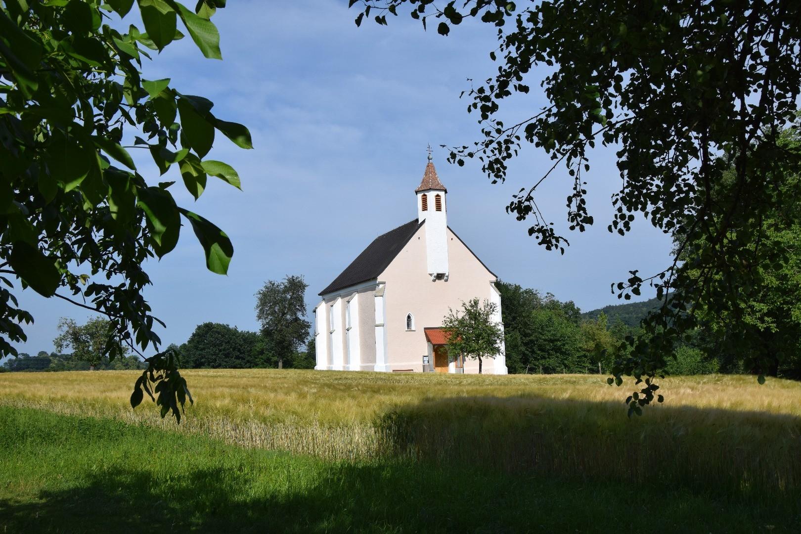 Kirche Wallmersdorf.JPG