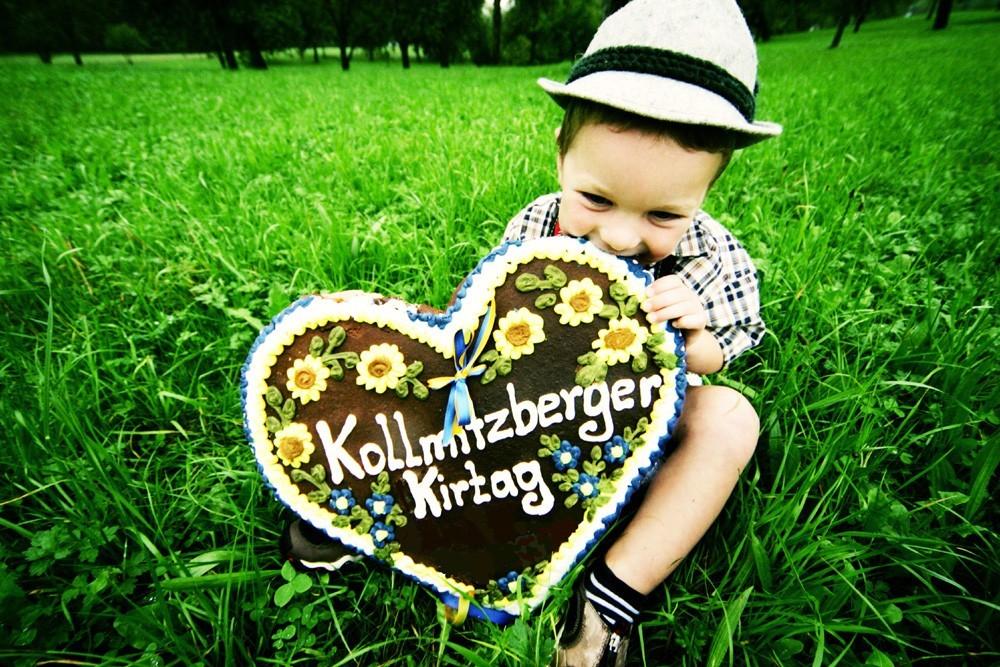 Kind mit Lebkuchenherz_klein.jpg