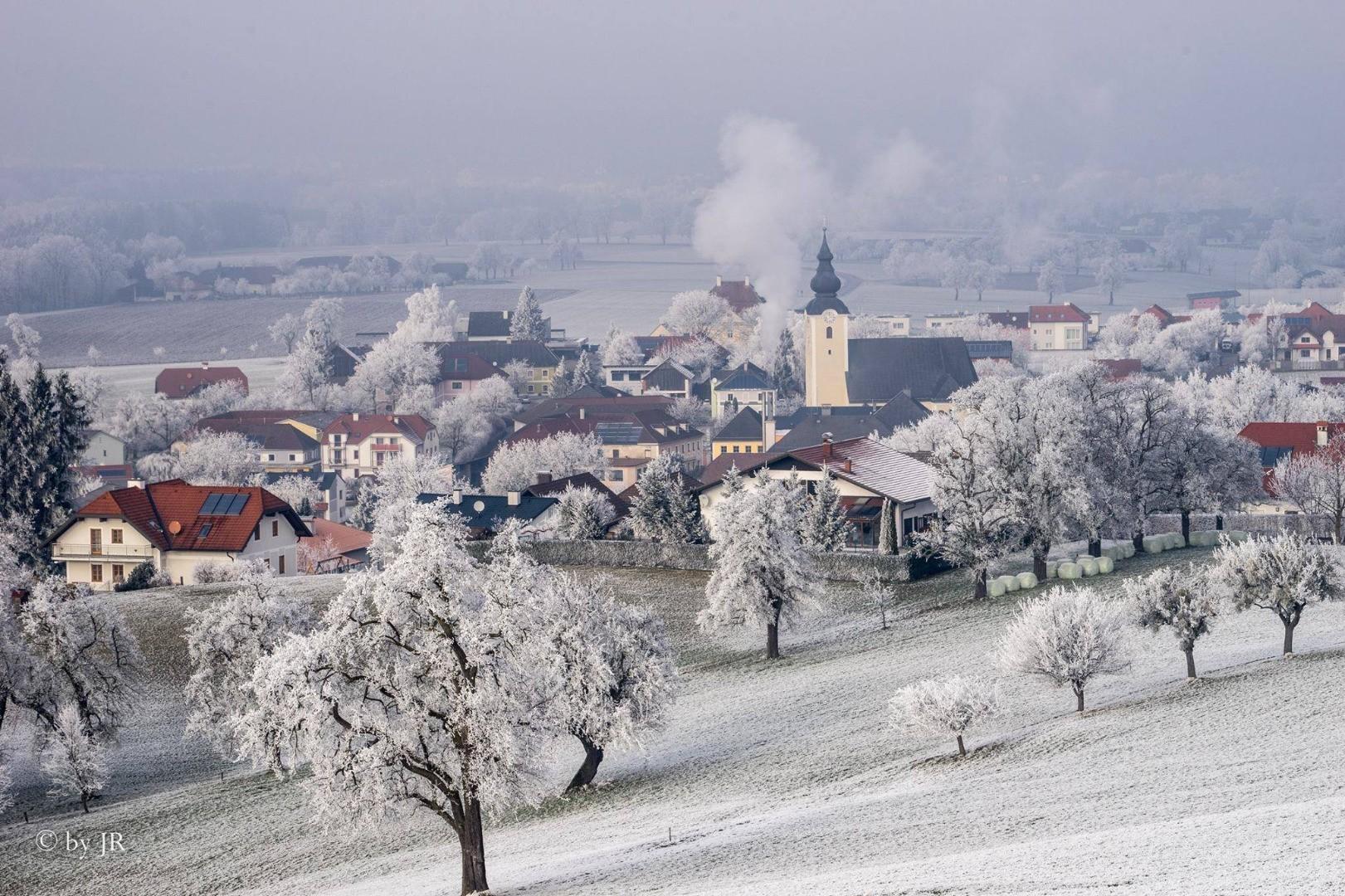 Ortskern im Winter v. Pimshof.jpg
