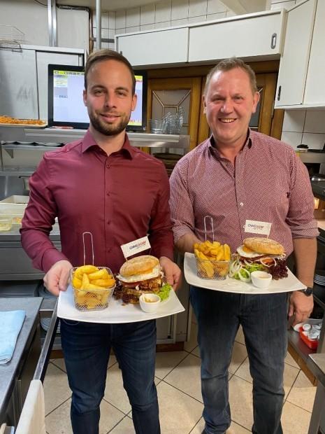 Ennsdorf_Burger mit Gerhard Spitzer.jpg