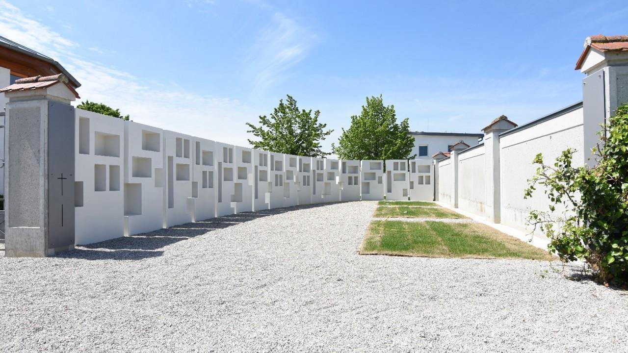 Gemeindefriedhof-01.JPG