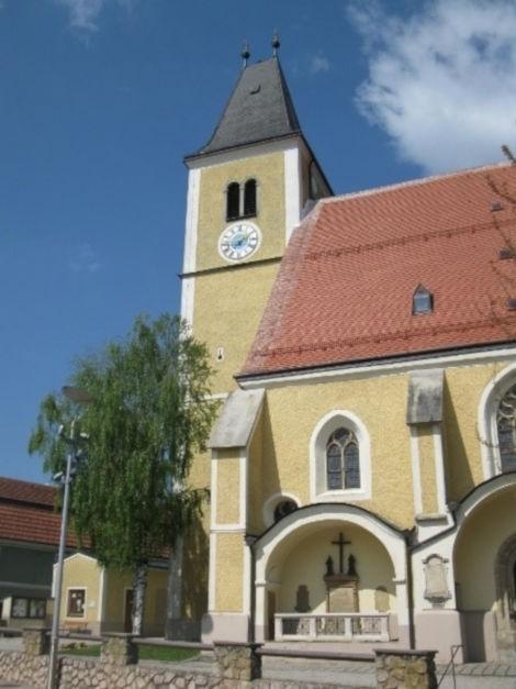 Pfarrkirche Mariä Himmelfahrt.jpg