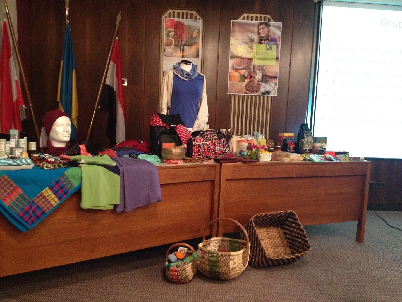 Fairtrade Vortrag Produkte.JPG