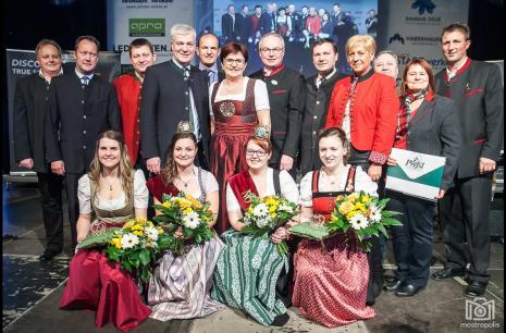 Mostkönigin Krönungsfest 2018 Gruppenbild Bühne Cc Mostropolis.PNG