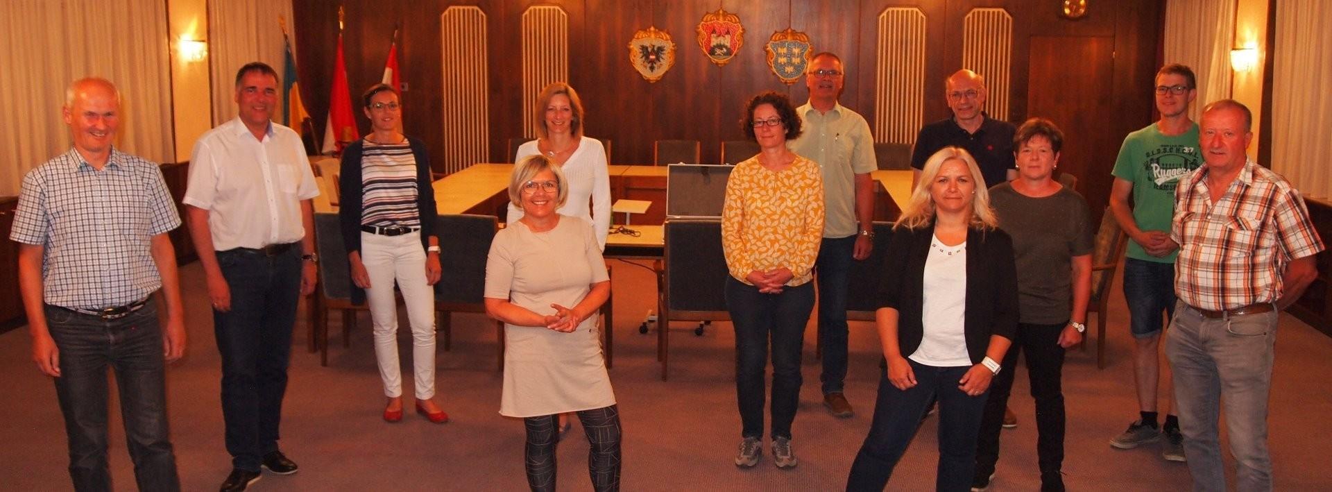 Abschluss-Sitzung Gruppenfoto 07-2020_1.jpg