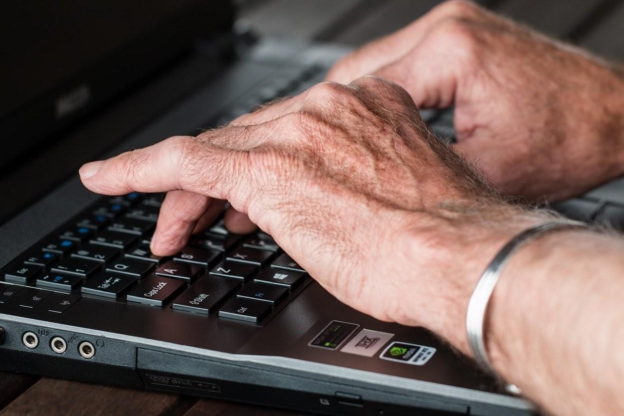 Senioren-Hände.jpg