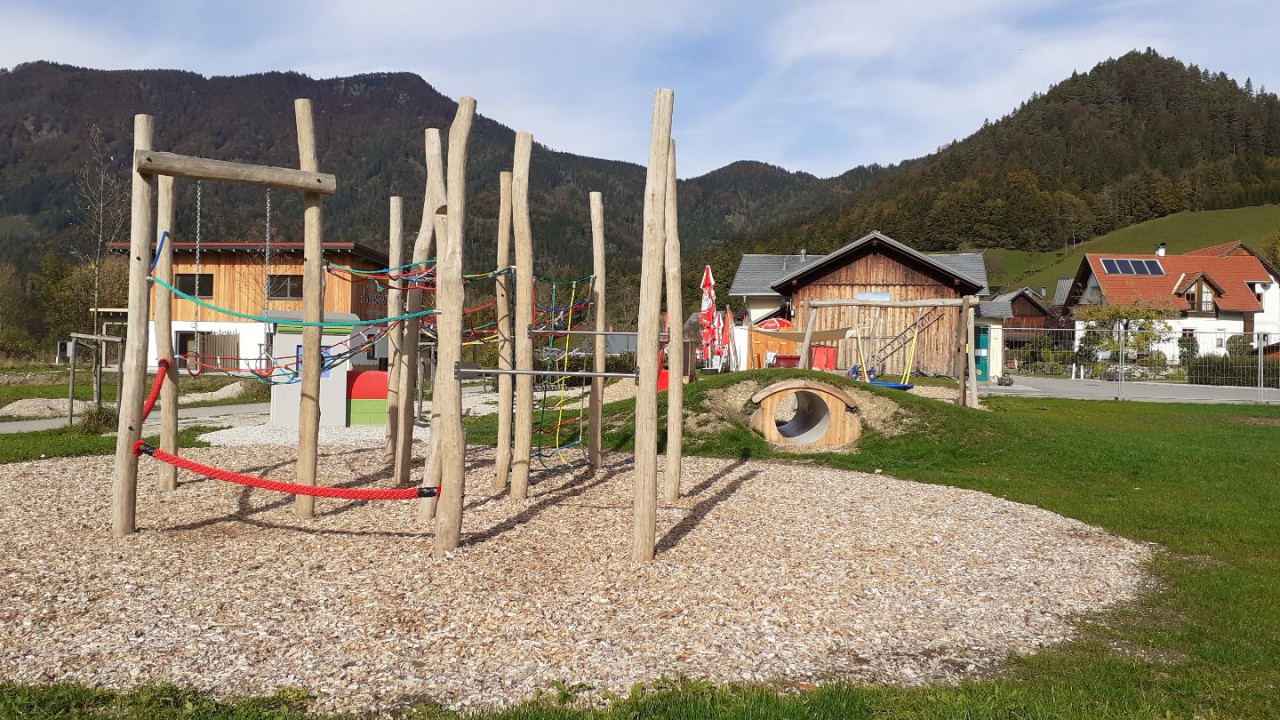 Spielplatz 3.jpg