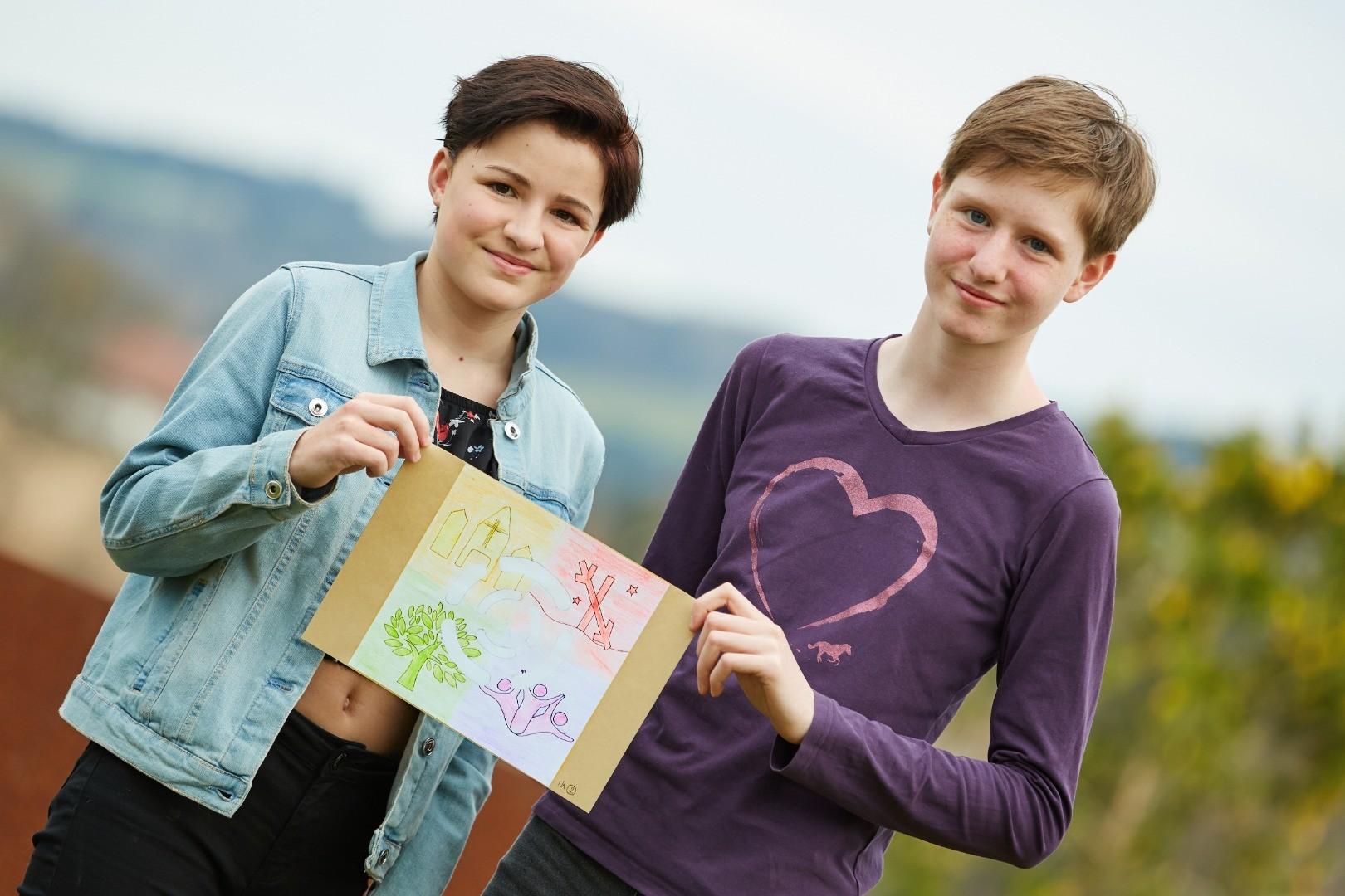 Gewinnerinnen des Logo-Wettbewerbs: Caroline Plank (links) und Selina Schadauer (rechts).