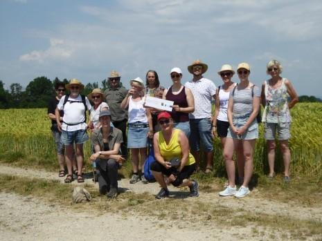 Gruppenfoto Exkursion Blumenwiesen Zauchbachtal.jpg