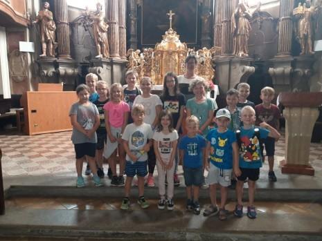 Gruppenfoto_Kirche 2.jpeg