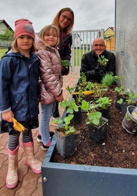 2021 - Gesunde Gemeinde Oed-Oehling - Pflanztag Kindergarten Oed - 02.jpg