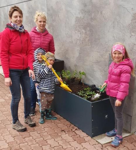 2021 - Gesunde Gemeinde Oed-Oehling - Pflanztag Kindergarten Oed - 01.jpg