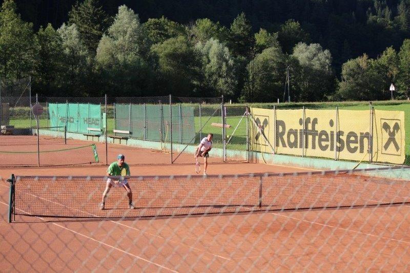 tennisplatz_0.jpg