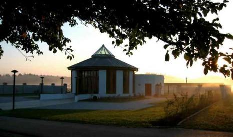 Gemeindefriedhof und Aufbahrungshalle
