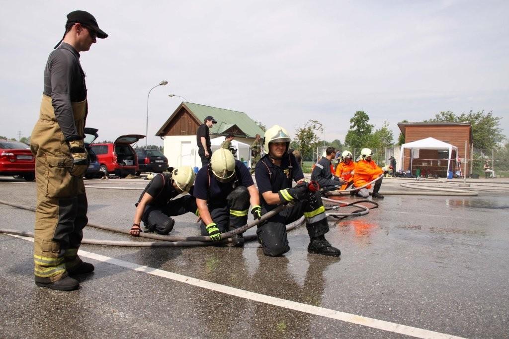 Feuerwehrmänner im Einsatz.jpg