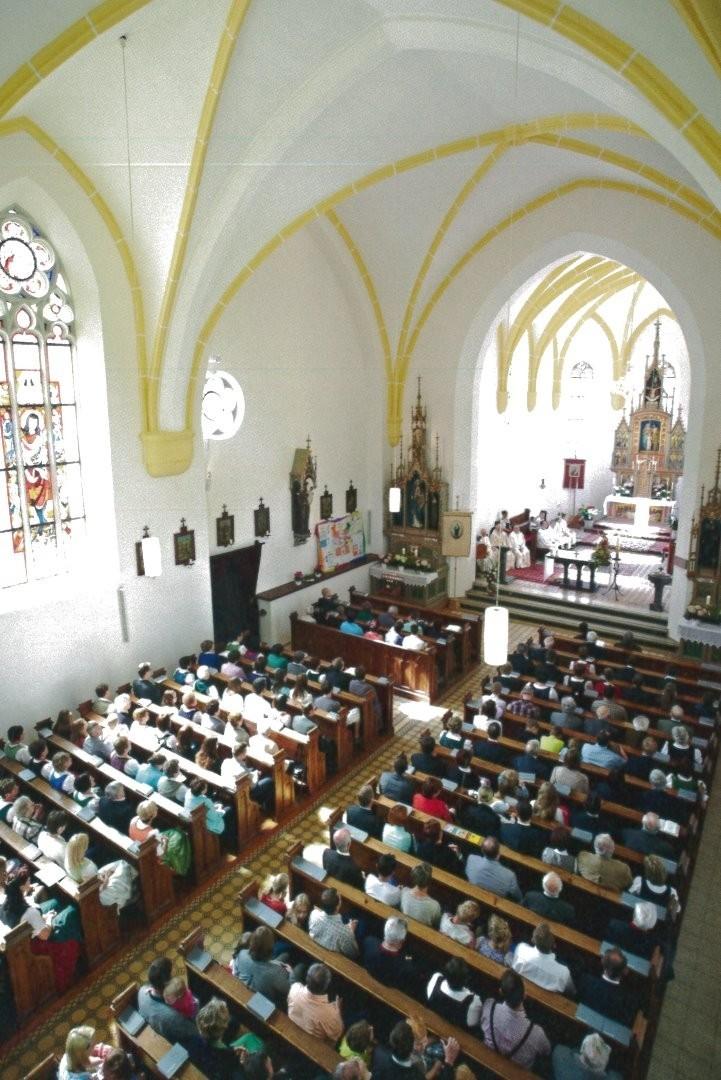 Sonntagsgottesdienst Chor.jpg